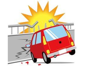 自動車が壁に衝突した事故