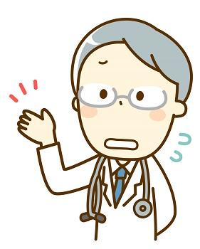 困惑する白髪の男性医師